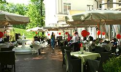 Летняя веранда в ресторане в центре Москвы
