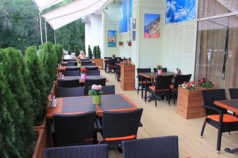 Летняя веранда в ресторане в Текстильщиках (Москва)
