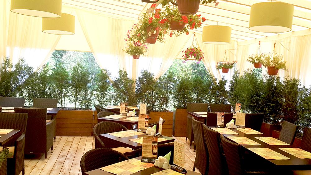 Летняя веранда в ресторане в Перово (Москва)